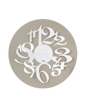 Orologio con numeri grandi effetto tridimensionale Focus